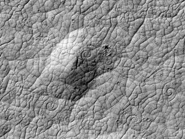 火星发现数百大型螺旋结构 或为新型熔岩地貌